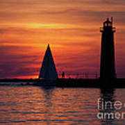 Boats Entering The Channel At The Muskegon Lighthouse Art Print