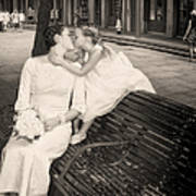 Bride And Daughter Kiss In Jackson Square New Orleans Art Print