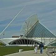 Couple In Front Of Milwaukee Art Museum Art Print
