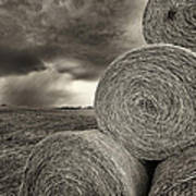 Distant Thunderstorm Approaches Hay Bales E90 Art Print