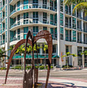 Duenos Do Las Estrellas Sculpture - Downtown - Miami Art Print by Ian Monk