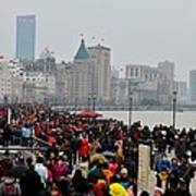 Holiday Crowds Throng The Bund In Shanghai China Art Print