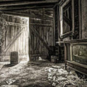 Inside Leo's Apple Barn - The Old Television In The Apple Barn Art Print by Gary Heller