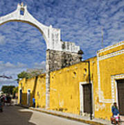 Izamal And It's Famous Arch Art Print