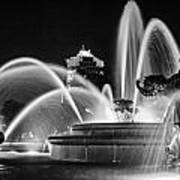 J.c. Nichols Memorial Fountain - Night Bw Art Print