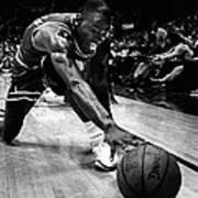 Michael Jordan Reaches For The Ball Art Print