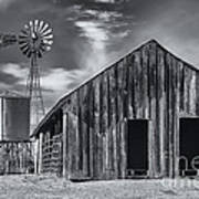 Old Barn No Wind Art Print