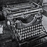 Old Fashioned Underwood Typewriter Bw Art Print