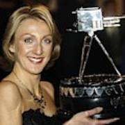 Paula Radcliffe Poses With The Bbc Sports Personality Of The Year Award Art Print