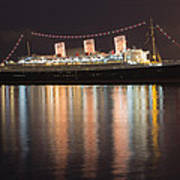 Queen Mary Decked Out For The Holidays Art Print