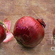 Red Onions On Barnboard Art Print