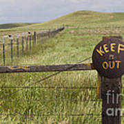 Rusty Keep Out Sign On Fence - California Usa Art Print