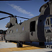 Soldiers Being Briefed Behind A Ch-47 Art Print