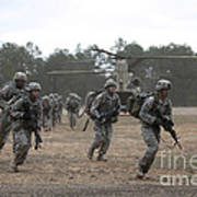 Soldiers Exit A Ch-47 Chinook Art Print