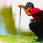 Tiger Woods Lines Up A Putt On The 18th Green Art Print