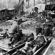 U.s. Army Medics Treat Wounded Soldiers Art Print
