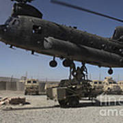 U.s. Soldiers Attach Sling Load Ropes Art Print