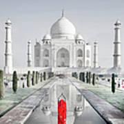 Woman In Red Sari Praying At Taj Mahal Art Print