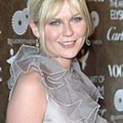 Kirsten Dunst Wearing A Valentino Gown Art Print