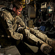 U.s. Army Specialist Practices Giving Art Print