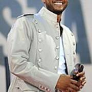 Usher On Stage For Abc Gma Concert Art Print by Everett