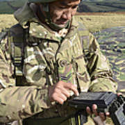 A Soldier Inputs The Firing Data Art Print