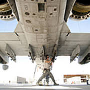 Airman Performs An Inspection Art Print