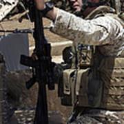 An Infantryman Talks To His Marines Art Print