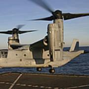 An Mv-22 Osprey Lands Aboard Usns Art Print