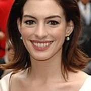 Anne Hathaway At The Press Conference Art Print