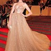 Anne Hathaway Wearing  A Valentino Gown Art Print