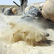 Army Soldier Pulls Himself Art Print