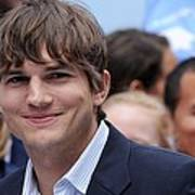 Ashton Kutcher At The Press Conference Art Print by Everett