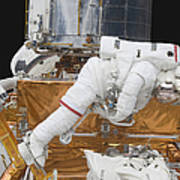 Astronaut Working On The Hubble Space Art Print