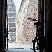 Bike In The Alley - Bicicleta En El Callejon Art Print