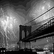 Brooklyn Bridge Fireworks Bw16 Art Print