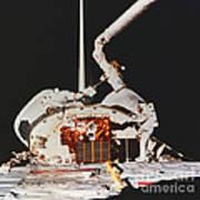 Discovery Spacewalk Art Print
