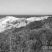 Gay Head Lighthouse With Aquinna Beach Cliffs - Black And White Art Print