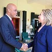 Hillary Clinton Meets With Haitian Art Print