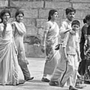 Hindu Pilgrims In Madurai Art Print