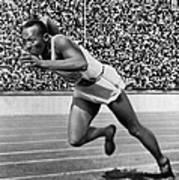 Jesse Owens (1913-1980) Art Print by Granger