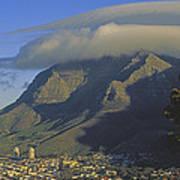 Lenticular Cloud Over Table Mountain Art Print