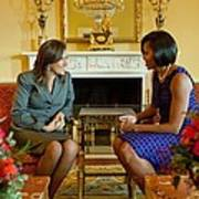 Michelle Obama Greets Mrs. Margarita Art Print by Everett