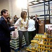 Michelle Obama Volunteers For Feeding Art Print by Everett