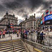 Piccadilly Circus - London Art Print