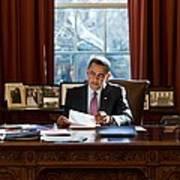 President Barack Obama Reviews Art Print