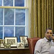 President Barack Obama Talks Art Print