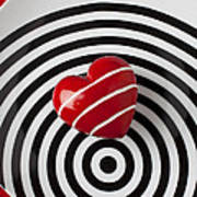 Red Heart On Circle Plate Print by Garry Gay