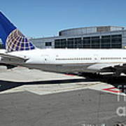 United Airlines Jet Airplane At San Francisco Sfo International Airport - 5d17112 Art Print