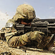 U.s. Air Force Soldier Fires The Mk48 Art Print